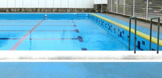 学校のプール