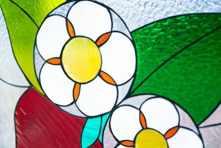 花型のステンドグラス
